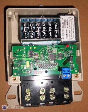 Счетчик энергомера цэ6807п. Снятая верхняя крышка