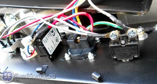 электросхема бензогенератора Huter DY3000L _выходные клеммы и защита