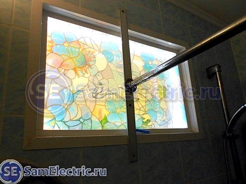 Подсветка окна светодиодной лентой. Вид из ванной