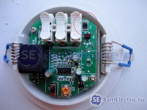 Китайский датчик движения со сгоревшим резистором на плате