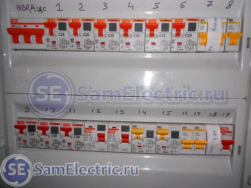 Электрощит с трехфазным вводом, но все потребители - однофазные.