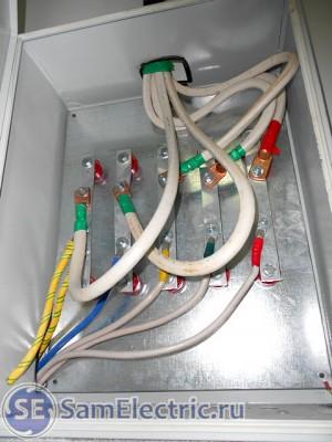 Трехфазный ввод. Переход на меньшее сечение проводов, чтобы подключить их к счетчику.