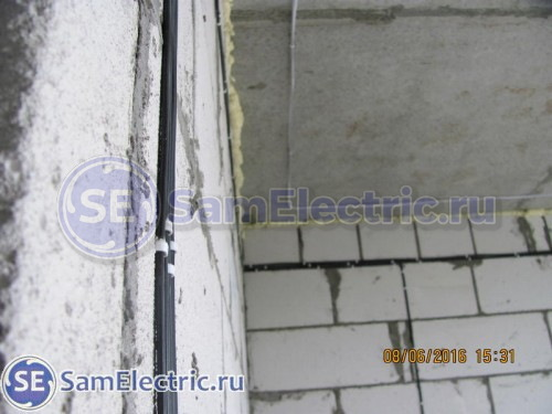 Крепление кабеля через дюбель-хомут