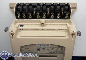 Трехфазный счетчик Энергомера цэ6803в. Клеммы трехфазного счетчика
