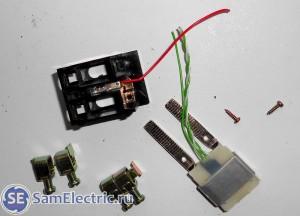 Устройство трехфазного счетчика Энергомера цэ6803в. Разобранная фазная клемма