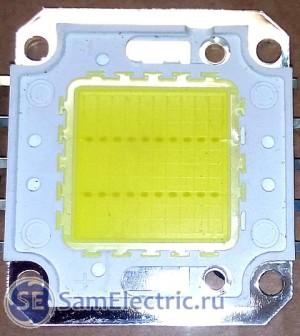 Светодиодный модуль. Видите в желтом квадрате два ряда точек по 10 шт? Это светодиоды.