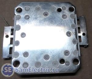 Обратная сторона светодиодной матрицы, на которую наносится теплопроводная паста при монтаже