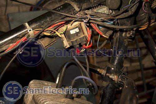 Фото 9 – Провода в красной изоленте. Так делать не надо.