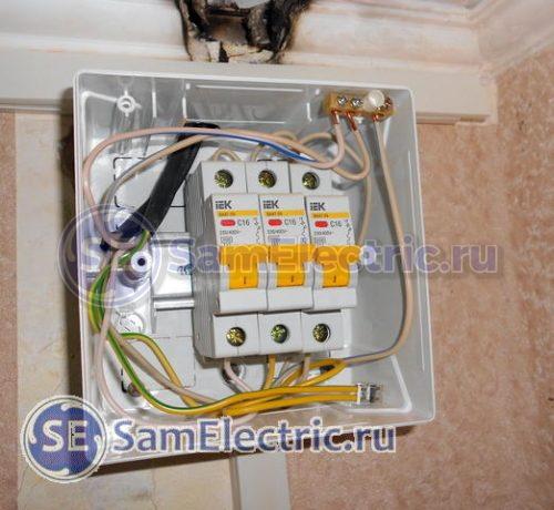 Электрощиток, в котором установлена правильная защита электропроводки от перегрузки