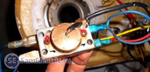 Входы фазы и нуля, и ввод термодатчика