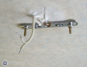 Монтаж кронштейна для установки люстры на потолок