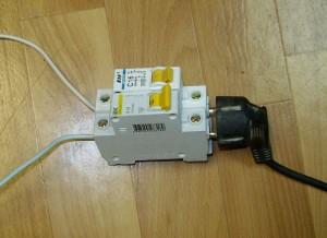Подключение вилки к проводам через автоматы